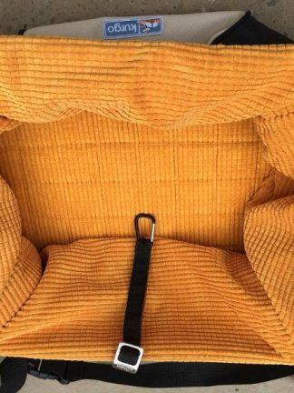 privzdignjen sedež za majhne pse prikaz notranjosti pripenjalno mesto oblazinjen varen udoben