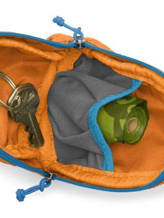 torbica za pasje vrečke za kakce drečke vsebina ključi vrečke odprtina